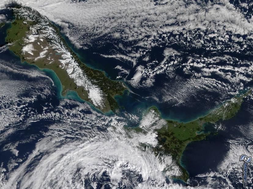 Vista satelital de las islas Norte y Sur de Nueva Zelanda. El fuerte terremoto ocurrido en 2016 está causando que ambos cuerpos de tierra se acerque cada vez más