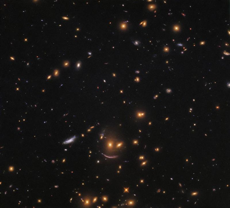 Una «cara feliz» en el Universo, captada por Hubble