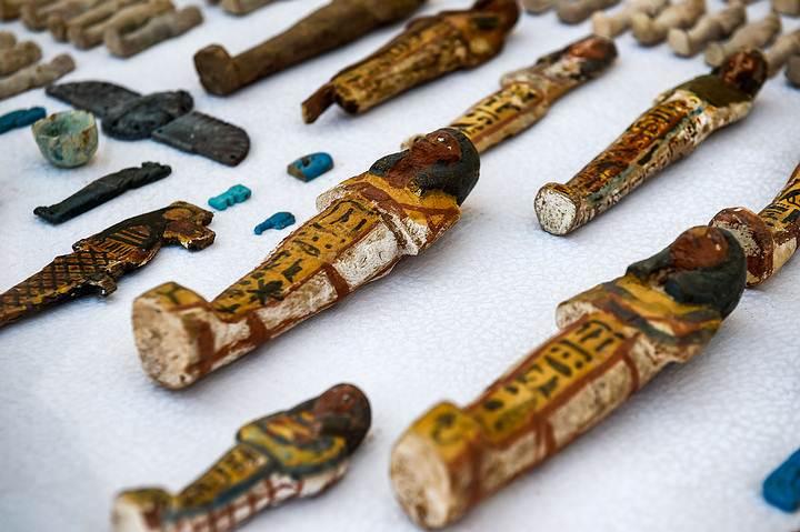1.000 estatuillas de shabti fueron encontrados en la tumba TT28