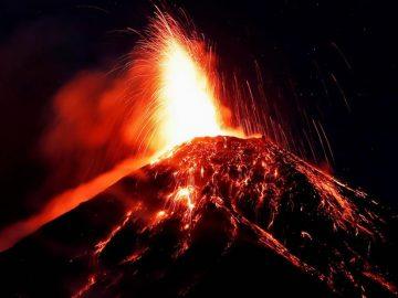 Volcán de Fuego en Guatemala entra en erupción nuevamente