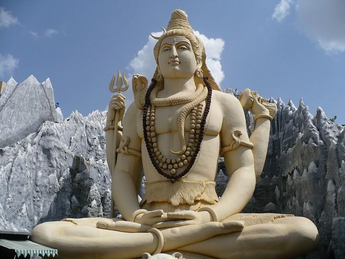Estatua de Shiva en el templo de Kempfort Shiv, Bangalore