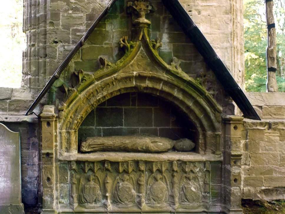 El análisis de rutina de la tumba del obispo Cardeny reveló imágenes de figuras de santos