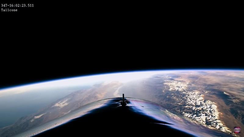 Vista de la Tierra desde el espacio, grabada por una cámara a bordo de la nave VSS Unity de Virgin Galactic