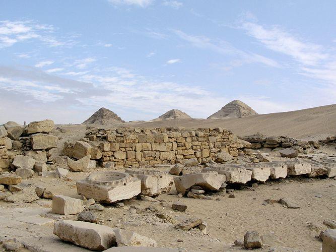 Vista de las ruinas del Templo solar de Nyuserra, en Abu Gurab