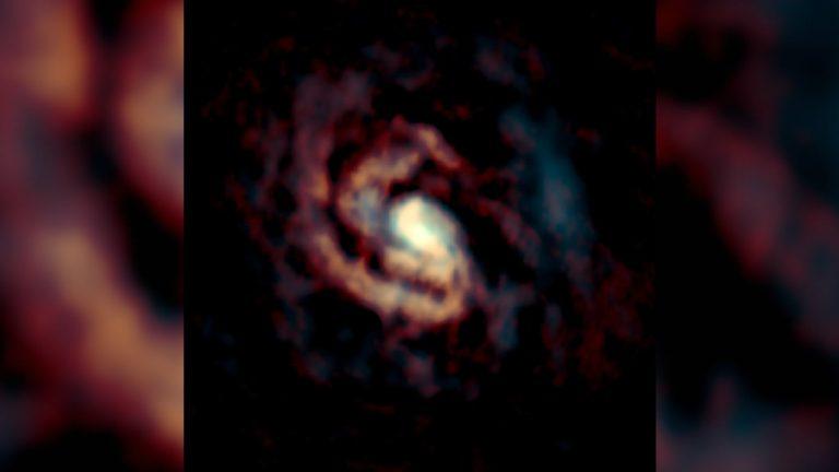 Así se ven los agujeros negros: No como donuts sino como fuentes