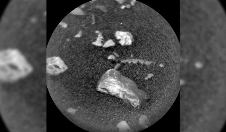 ¿Curiosity ha hallado oro en Marte? Una roca dorada y brillante capta la atención de los científicos
