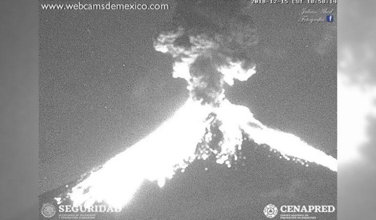 El volcán Popocatépetl explota violentamente y emite una fumarola de 2 kilómetros