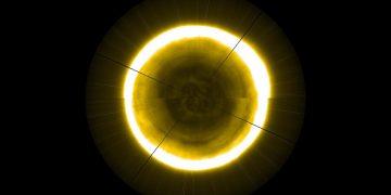 Esta imagen del polo norte del Sol podría resolver el misterio de los agujeros gigantes en la superficie solar