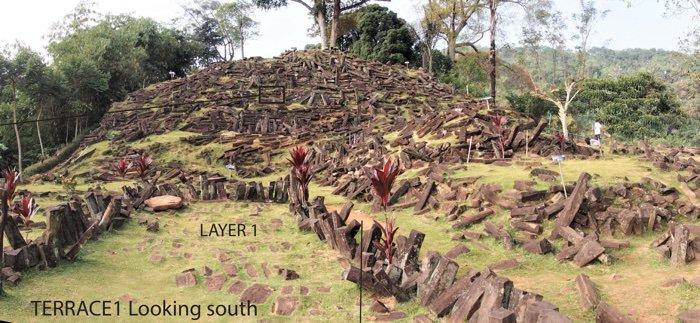Posible pirámide en el Monte Padang en Java Occidental