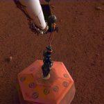 Insight introduce un sismómetro en el suelo de Marte para escuchar los «Marsquakes»