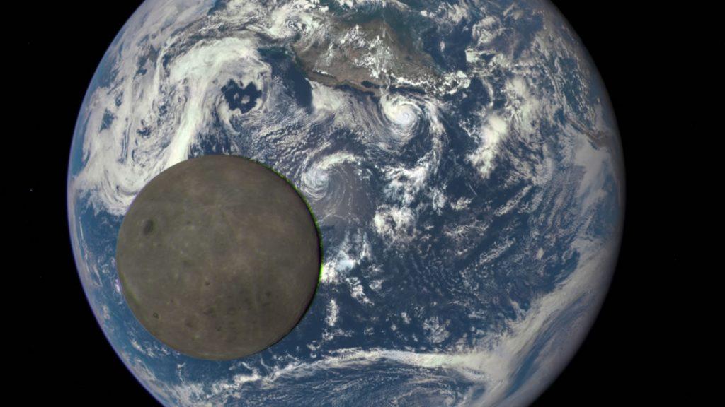 Vista del lado oculto de la Luna mientras pasaba delante de la Tierra