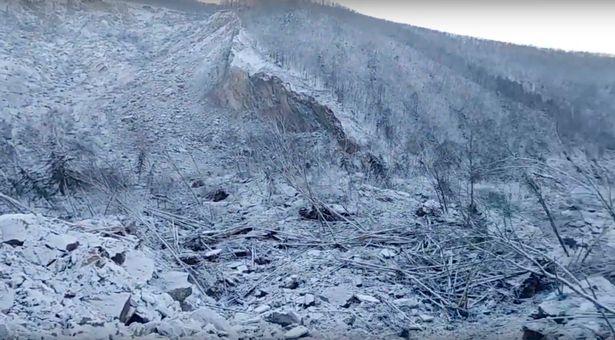 Una mirada más cercana a la colina destruida