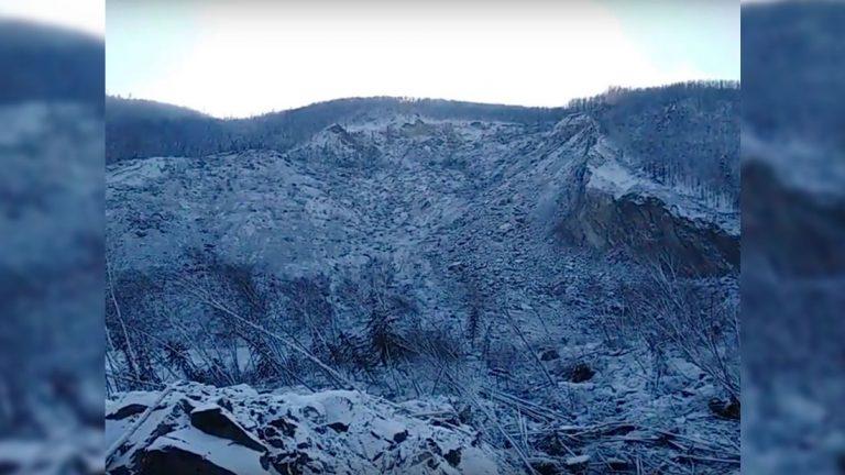 Un enorme deslizamiento en Rusia habría sido causado por un meteorito, o un OVNI o una bomba
