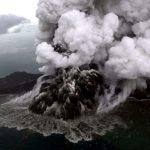 Volcán que causó el tsunami en Indonesia perdió dos tercios de su altura