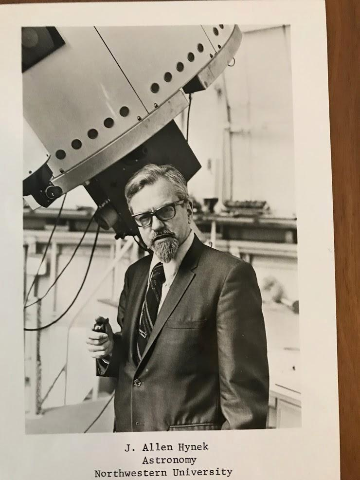 El Dr. Hynek fue consultor en el programa del OVNI del gobierno de los EE.UU., Project Blue Book