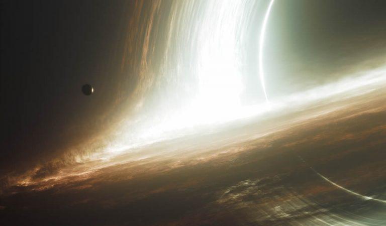 Astrónomos descubren cómo los agujeros negros supermasivos se vuelven tan grandes
