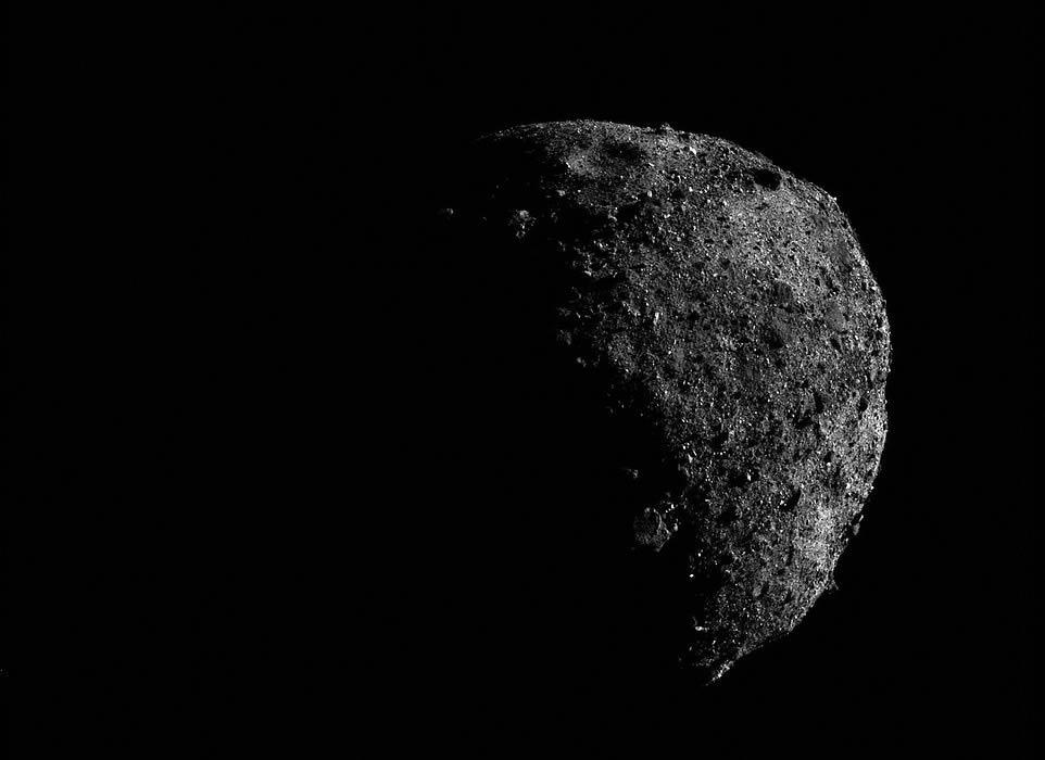 Otra imagen del asteroide Bennu, visto por la nave espacial OSIRIS-REx