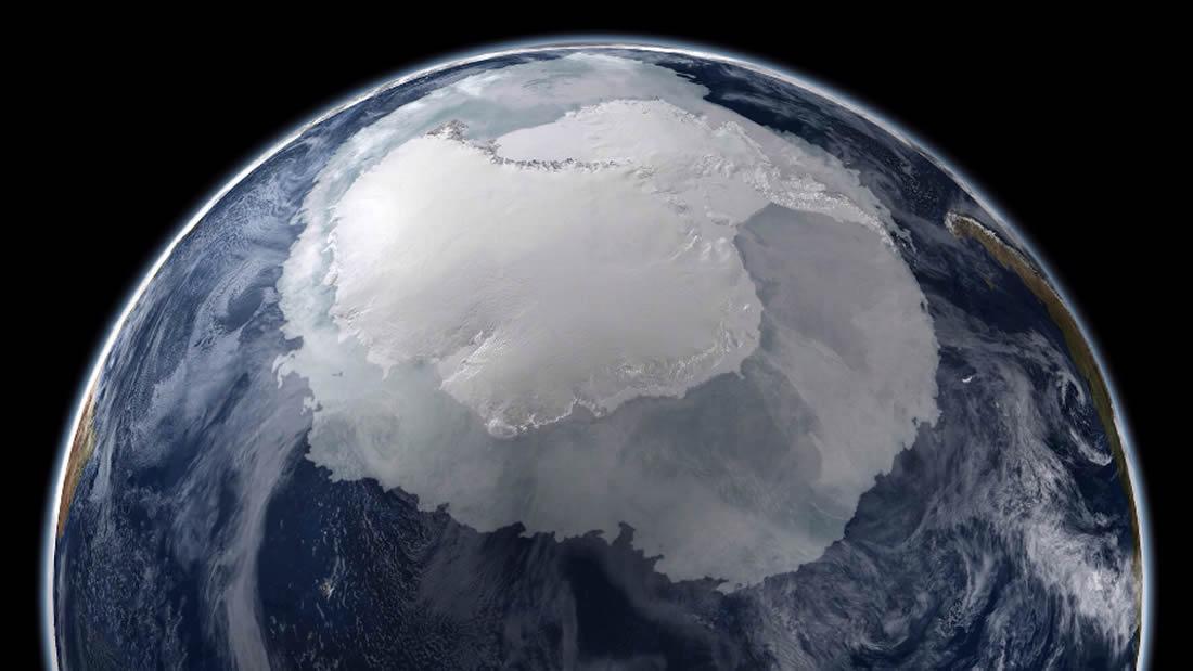 Científicos detectan una enorme cavidad que crece debajo de la Antártida