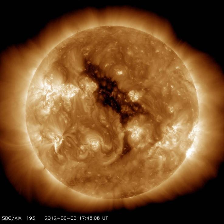 Un enorme agujero coronal en el sol tomado en junio de 2012, justo antes del último máximo solar