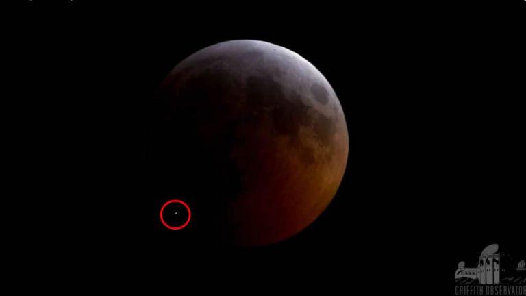 Un meteorito golpea la Luna durante el eclipse lunar (Vídeo)