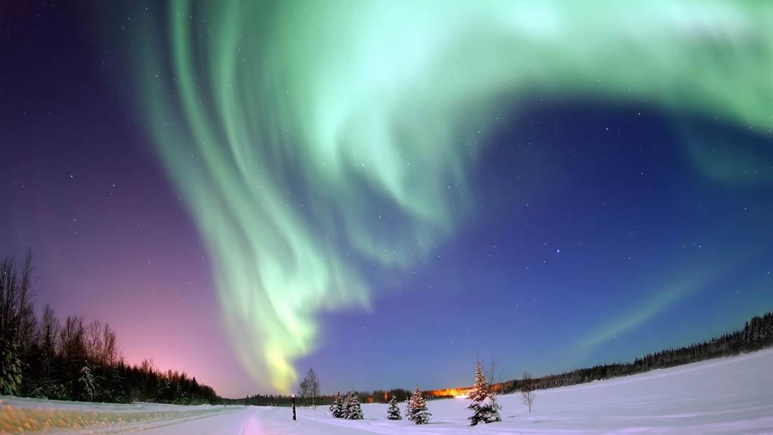 Resuelven el misterio de por qué las luces del norte y del sur no coinciden