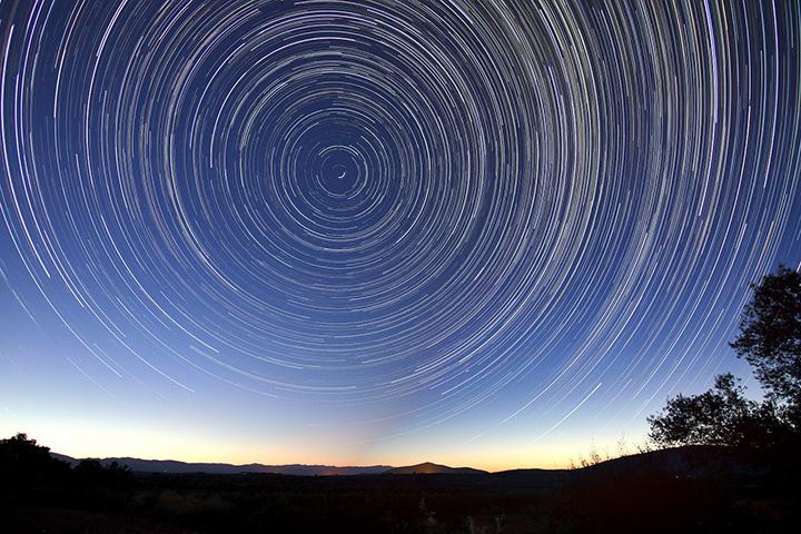 Imagen referencial del cielo nocturno. El éter se encontraría entre todos los astros