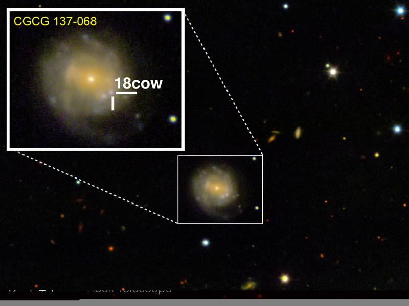 Una mirada a «The Cow» (aproximadamente 80 días después de la explosión) desde el Observatorio WM Keck en Maunakea, Hawai. The Cow está ubicada en la galaxia CGCG 137-068, a 200 millones de años luz de la Tierra