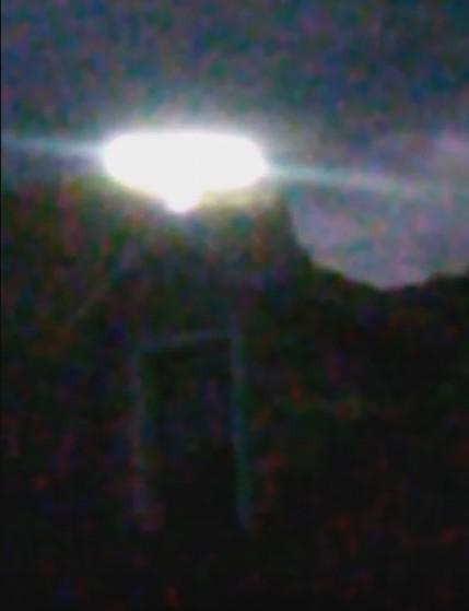 Impresionante imagen del OVNI sobre la montaña de Simpson's Rest