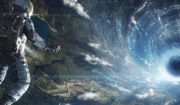 Un físico dice que los agujeros negros podrían ser portales para viajes hiperespaciales