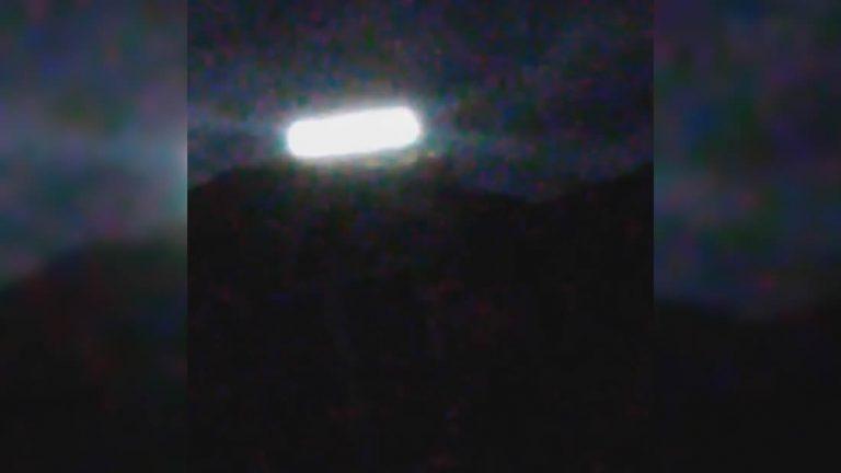 Un OVNI aterriza en una montaña ante la mirada de testigos