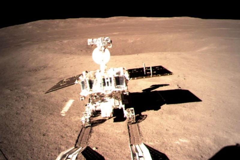 Luego del aterrizaje exitoso de la nave Chang'e-4, el rover Yutu-2 fue lanzado a la superficie lunar
