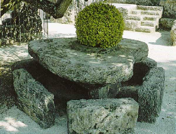 Coral Castle y la mesa de San Valentín. Cortesía: Coral Castle Museum
