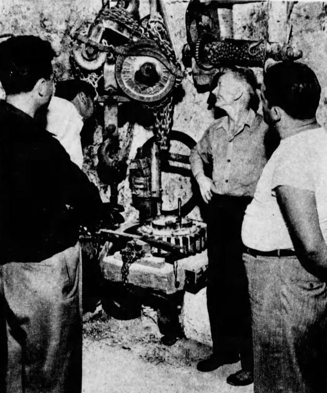 Edward Leedskalnin, y una de sus extrañas máquinas