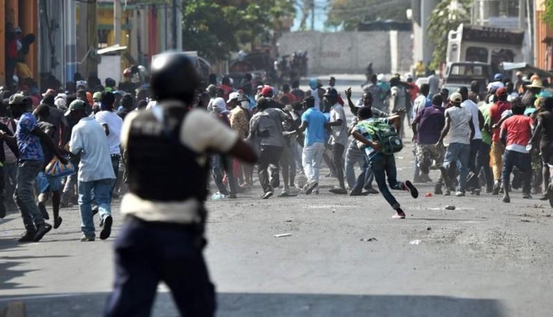 Los manifestantes exigen a Moise que renuncie por un escándalo que se centra en el fondo Petrocaribe, en virtud del cual Venezuela suministró petróleo a Haití a precios reducidos y en condiciones crediticias fáciles durante años