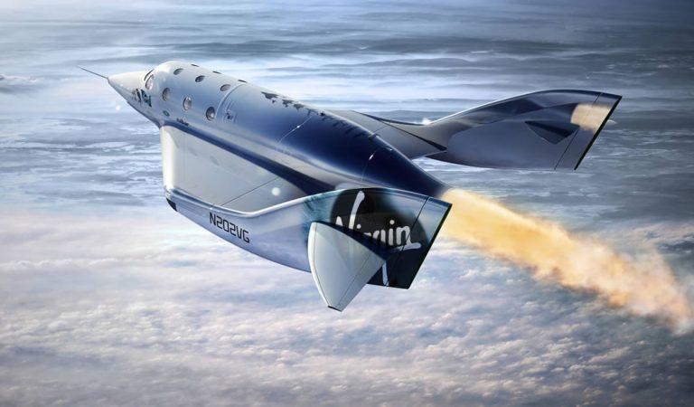 El avión de Virgin Galactic lleva a su primer pasajero al espacio