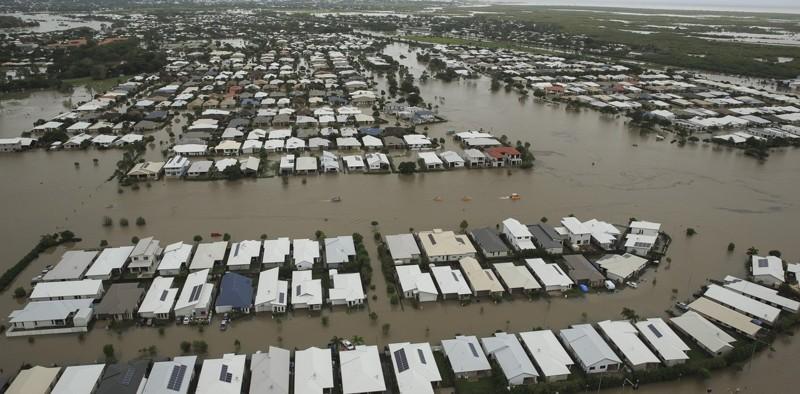 Trágica escena de una zona residencial completamente inundada en Townsville, en el estado australiano de Queensland