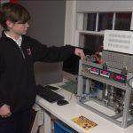 Niño de 14 años crea un reactor nuclear en su dormitorio con piezas de repuesto