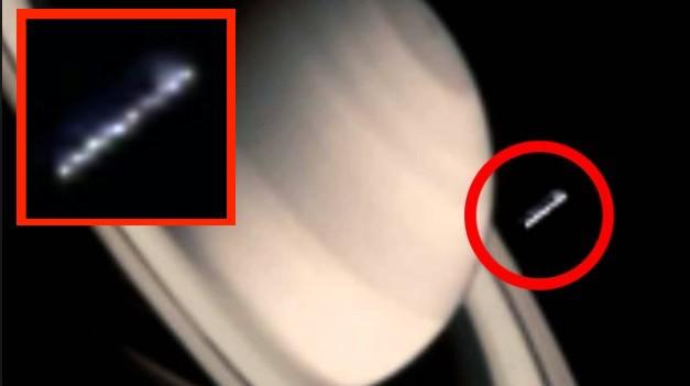OVNI cilíndrico tomada por la sonda espacial Cassini (agosto 2014). Ha sido asociado al misterioso objeto llamado «Peggy»