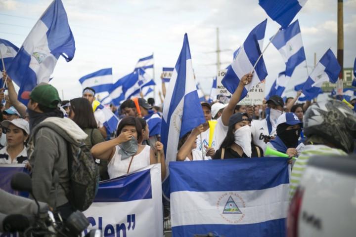 Marcha de alumnos y ex-alumnos de colegios privados de Managua, Nicaragua
