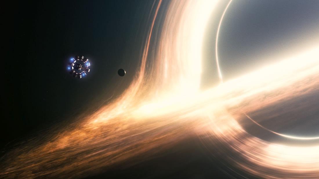 Científicos creen que podríamos hallar naves alienígenas impulsadas por agujeros negros