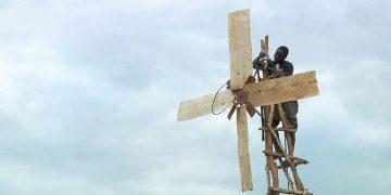 El niño que «domó» el viento, generando energía libre y salvando a su comunidad de la hambruna