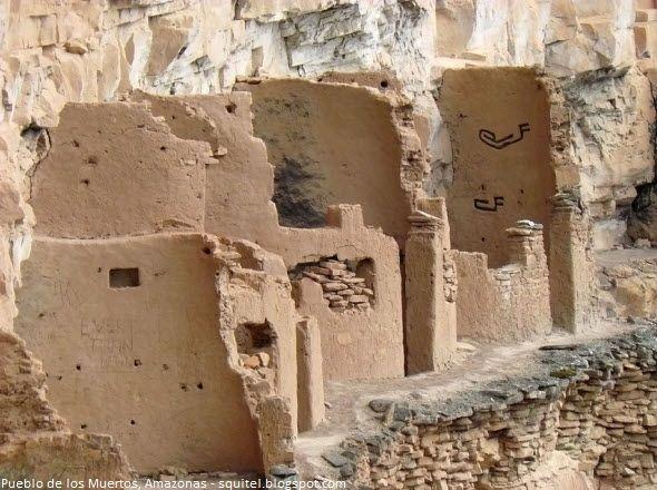Aquí otro de los signos alusivos a Ofir, según Gene Savoy. Pueblo de los Muertos, Arquitectura Chachapoyas, Provincia de Luya, Amazonas, Perú