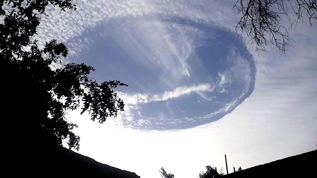 Extraño agujero en las nubes aparece en Emiratos Árabes Unidos