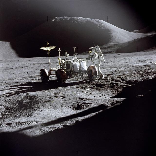 Se ha detectado que moléculas de agua se desprenden de la superficie lunar