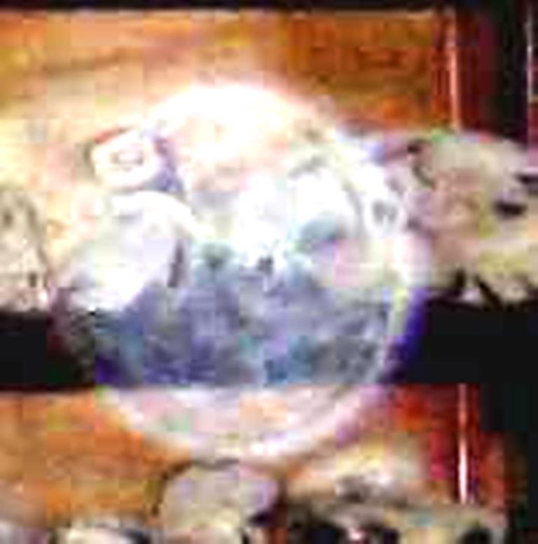Uno de los clásicos orbs, fotografiado dentro del Museo de Ica