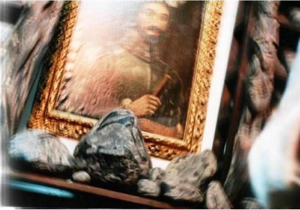 ¿Un vórtice dimensional en movimiento? Cuadro de un antepasado de Cabrera, expuesto dentro del Museo de Ica, y centro del curioso fenómeno