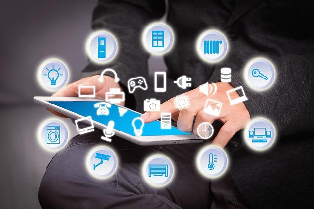 Según Stallman, no solo los móviles invaden nuestra privacidad, otros dispositivos conectados a Internet también roban nuestros datos