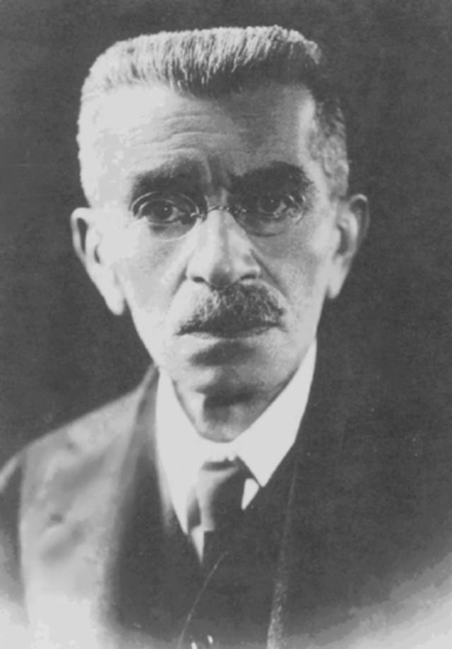 Henrique Coelho Neto fue inicialmente un detractor del espiritismo, hasta que comprobó que su nieta fallecida se comunicaba por teléfono