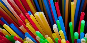 Unión Europea prohíbe los plásticos de un solo uso