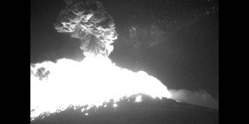 Volcán Popocatépetl explota violentamente lanzando columna de cenizas de 1.2 km de altura